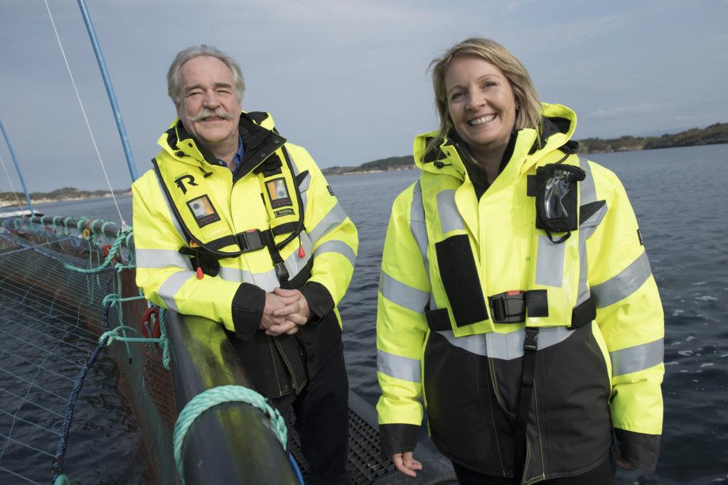 Nils Aadland, direktør samfunnskontakt i Salmon Group og Laila Knarvik, innovasjonssjef i Bremnes Seashore. Foto: Peter Tubaas/Vestland Media